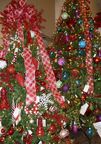 we have the tampa bay areas largest selection of pre lit christmas trees plus wreaths garlands ornaments centerpieces santas angels silk poinsettias